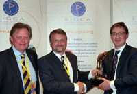 Peter Fjällman & Tom Mackenzie present the Harry Colt Award to Jonathan Smith of the GEO